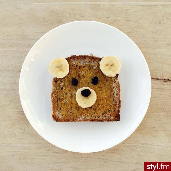 Chleb dłużej zachowa świeżość, jeśli będziesz go przechowywać w chlebaku ze świeżym jabłkiem.