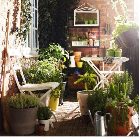 Pomysły na piękny balkon - wpuść wiosnę do domu
