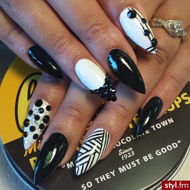 Modny Manicure Biało Czarne Paznokcie