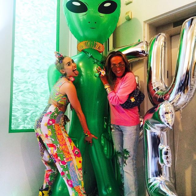 Miley Cyrus i stylistka Carlyne Cerf de Dudzeele