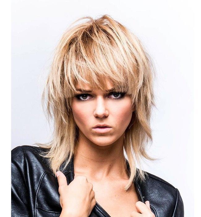 Średnie, cieniowane włosy - 32 śliczne i kobiece fryzury ... Christina Aguilera