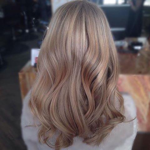 Beżowy Blond Nowy Hit W Koloryzacji Włos 243 W