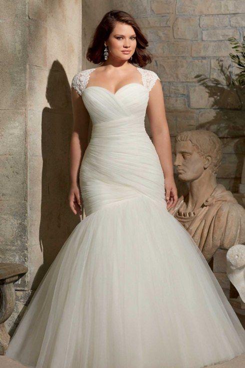 e11465b0e7a45b Zobacz galerię zpropozycjami najpiękniejszych sukni ślubnych dla puszystych!  Źródło: pl.pinterest.com