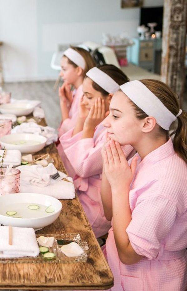 Przebarwienia na skórze twarzy  Uwielbiasz się opalać? Na pewno używałaś kremów z filtrem UV i dbałaś o nawilżenie skóry. Jednak często to nie wystarcza, by uchronić się przed przebarwieniami na twarzy. Jak można sobie pomóc?Warto sięgnąć po krem rozjaśniający, który poprawi koloryt skóry twarzy.