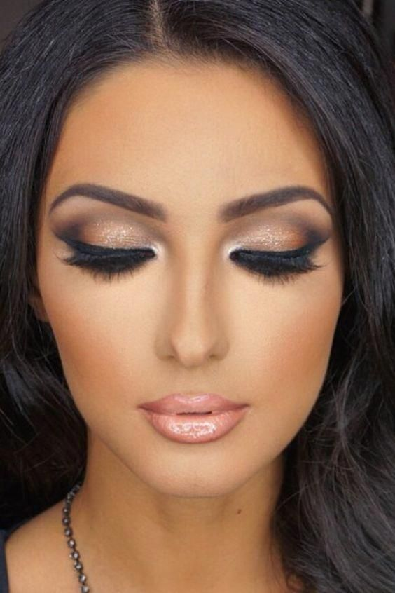 Makijaże z efektem strobingu. Zainspiruj się!