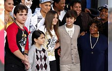 Dzieci Michaela Jacksona wspierają ojca z pomocą Biebera!