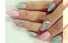 Luksusowy manicure dla kobiety z pazurem!
