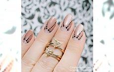 Negative Space Half Moon Manicure - sposób na akrylowe paznokci