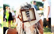 Gobeliny we włosach - supermodny trend, idealny na festiwale muzyczne