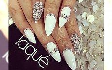 Diamonds manicure idealny na weekend: poznaj czar małych kryształków