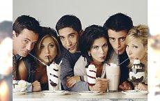 """""""Przyjaciele"""" - zobaczcie, jak zmienili się aktorzy kultowego serialu. Szok, co stało się z Monicą!"""