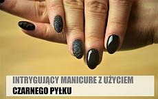 Wytworny czarny manicure - mat i czarny pyłek