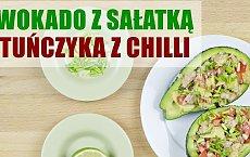 Super przekąska do szkoły i pracy: awokado nadziewane tuńczykiem z chilli