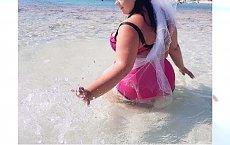 Gwiazda Polsatu wychodzi za mąż. Pokazała zdjęcie z plaży.... w welonie