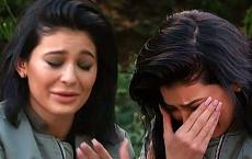 """Z OSTATNIEJ CHWILI: Travis Scott RZUCIŁ ciężarną Kylie Jenner. """"Jest zdruzgotana faktem, że sama będzie wychowywać dziecko"""""""