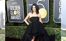Złote Globy 2018: Kendall Jenner zachwyciła w tej kreacji, ale wszyscy patrzą na jej twarz