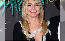 Co tu się stało? Monika Olejnik ze srebrnym wężem i palmą na głowie na Balu Dziennikarzy