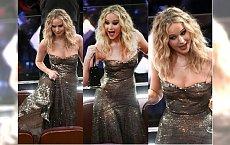 Jak ona to zrobiła w szpilkach, długiej sukni i z kieliszkiem wina?! JENNIFER LAWRENCE znów rozbawiła na Oscarach