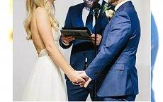 Nowy trend na ślubach. Zamiast zmieniać sukienkę na wesele panny młode wolą... ODWAŻNE!