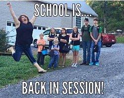 Niewiarygodne! Co czują rodzice, kiedy dzieci wracają do szkoły?! Te zdjęcia pokazują prawdę?