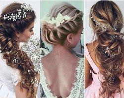 Fryzury ślubne: luźne upięcia z kwiatami. Najpiękniejsze TRENDY dla panny młodej