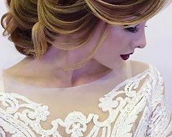Trend we fryzurach ślubnych. Rosyjskie panny młode uwielbiają tak ułożone włosy. A co wy o tym myślicie?
