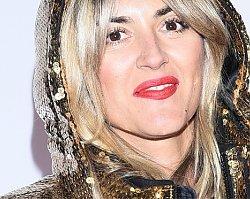 Karolina Szostak w złotej puchówce na imprezie Louis Vuitton. Kurtka - hit czy kit?