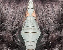Modne kolory włosów 2019: lilac smoke. Oryginalny miks dla brunetek!