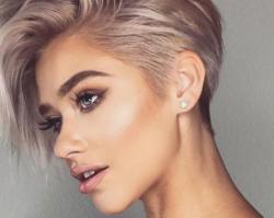 Włosy krótkie i półdługie w romantycznym wydaniu - fryzury na wiosnę 2019