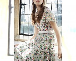 Romantyczne stylizacje wiosna-lato 2019: Midi sukienki w kwiaty