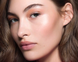 Makijaż do pracy - jak wykonać naturalny i subtelny makijaż dzienny?
