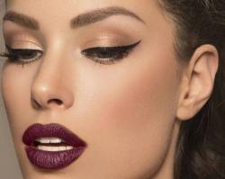 Eyeliner w roli głównej: Dzienny i wieczorowy makijaż z użyciem eyelinera