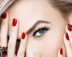 Paznokcie z klasą - uniwersalny i ponadczasowy manicure w odcieniach czerwieni