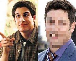 """Zobaczcie jak po 20 latach zmienili się aktorzy filmu """"American Pie"""". Poznajecie ich?"""
