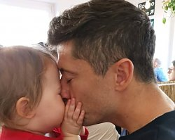 """Anna Lewandowska wzruszyła fanki zdjęciem Klary i Roberta. """"Córeczka tatusia to najpiękniejsze, co może przytrafić się mężczyźnie"""""""