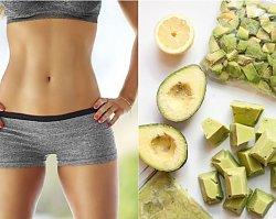 Dieta płaskiego brzucha Cynthii Sass – na czym polega słynna dieta na fałdki i oponkę?