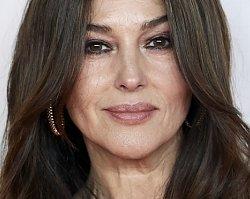 """Monica Bellucci chwali się o 18 lat młodszym kochankiem. """"Elegancki kloszard"""" pasuje do najpiękniejszej kobiety świata?"""
