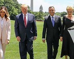 Agata Duda w asymetrycznej sukience i Melania Trump w bladoróżowym garniturze! Która wyglądała lepiej w Białym Domu?