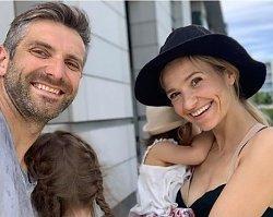 Joanna Koroniewska skrytykowana za karmienie piersią 1,5-rocznej córki. NIE WYTRZYMAŁA!