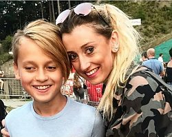 """Policja zainteresowała się komentarzem syna Justyny Żyły o jej sesji w """"Playboyu"""""""