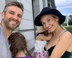 """Joanna Koroniewska karmi piersią swoją półtoraroczną córkę! """"NIGDY nie pozwoliłabym sobie na tego typu pytanie w stosunku do kogokolwiek"""""""