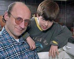 """Pamiętacie """"Tata, a Marcin powiedział""""? P0 20 latach serialowy syn i ojciec znów się spotkali!"""