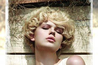 Mega interesujące fryzury dla krótkowłosych blondynek