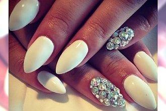 Hybrydowe migdały - stylowy manicure
