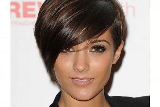 Krótkie zmysłowe cięcia włosów dla brunetek