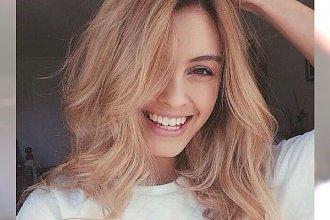 TOP galeria - najmodniejsze fryzury z półdługich blond włosów