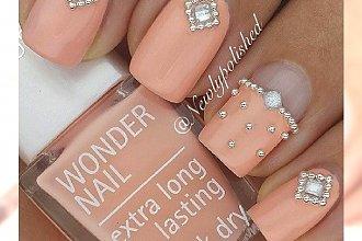 Luksusowy manicure z perłami. Eleganckie propozycje na specjalne okazje!