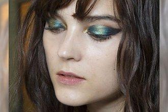 Czarujące makijaże na wiosnę dla niebieskookich dziewczyn