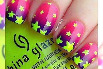Neonowy manicure z uroczymi gwiazdkami - mega dziewczęce wzory