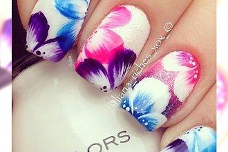 Manicure w kwiaty - urocze wzorki dla miłośniczek kolorów!